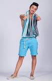 Homem novo com roupa do verão Fotografia de Stock