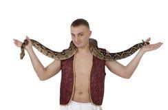 Homem novo com serpente da boa imagens de stock royalty free