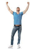 Homem novo com seus braços acima no gesto da vitória Fotografia de Stock Royalty Free