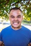Homem novo com um dente lascado imagens de stock