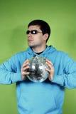 Homem novo com um discoball Imagens de Stock