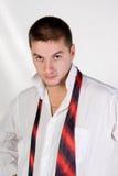 Homem novo com um laço afrouxado Fotografia de Stock