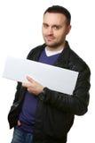 Homem novo com um quadro de avisos em branco branco Fotografia de Stock