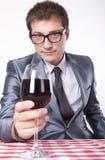 Homem novo com um vidro do vinho Fotos de Stock
