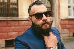 Homem novo com uma barba longa Fotos de Stock