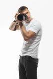 Homem novo com uma câmera, fotógrafo Fotos de Stock
