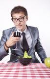 Homem novo com uma salada Imagens de Stock