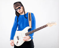 Homem novo considerável com guitarra elétrica Foto de Stock Royalty Free