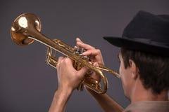 Homem novo considerável do jazz foto de stock