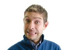 Homem novo considerável que faz a cara engraçada imagens de stock