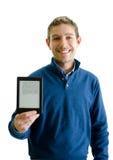 Homem novo considerável que mostra o leitor do ebook fotografia de stock royalty free