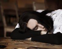 Homem novo de sono Fotografia de Stock Royalty Free