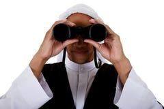 Homem novo do americano africano, sheikh, binóculos Fotos de Stock Royalty Free