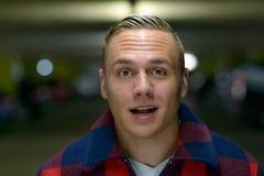 Homem novo do metro na conversação que olha a câmera fotografia de stock royalty free