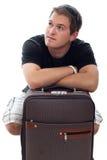 Homem novo do viajante com bagagem fotografia de stock royalty free
