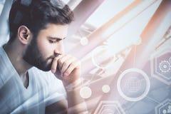 Homem novo e Cyberspace Fotografia de Stock