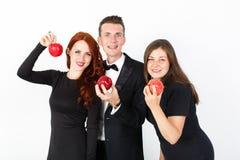 Homem novo e duas mulheres no preto em um fundo branco fotos de stock