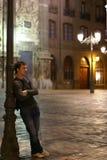 Homem novo e lanterna Fotografia de Stock Royalty Free
