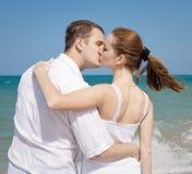 Homem novo e mulher no mar Fotografia de Stock Royalty Free