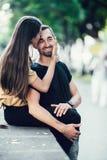 Homem novo e mulher no parque Fotos de Stock