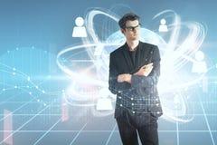 Homem novo e rede social com carta financeira Imagem de Stock Royalty Free