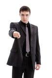 Homem novo em um terno, pontos seu dedo. Fotografia de Stock Royalty Free