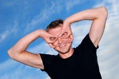 Homem novo engraçado ao ar livre Foto de Stock Royalty Free