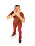 Homem novo fechado sua boca com ambas as mãos Fotografia de Stock
