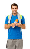 Homem novo feliz com toalha e garrafa de água Imagem de Stock