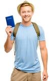 Homem novo feliz do turista que guardara o fundo do branco do passaporte Fotos de Stock