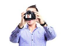 Homem novo feliz que toma uma foto do selfie imagens de stock