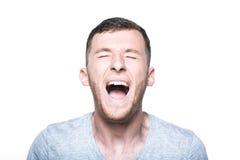 Homem novo muito irritado que grita Fotos de Stock Royalty Free