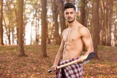 Homem novo muscular com machado Imagem de Stock