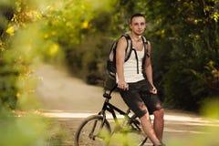 Homem novo na bicicleta Imagem de Stock Royalty Free