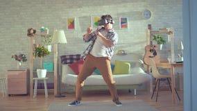 Homem novo na dança dos vidros da realidade virtual filme