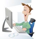 Homem novo na frente do computador Fotografia de Stock Royalty Free