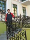 Homem novo nas escadas Imagens de Stock