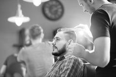 Homem novo no barbeiro Imagem de Stock Royalty Free