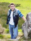 Homem novo no país em uma caminhada Fotos de Stock Royalty Free