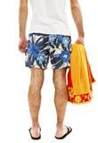 Homem novo no short com a toalha da parte traseira Fotos de Stock