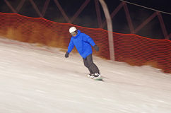 Homem novo no snowboard Foto de Stock Royalty Free