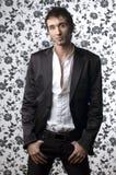 Homem novo no terno preto Fotos de Stock Royalty Free