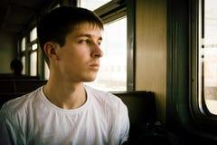 Homem novo no trem foto de stock royalty free