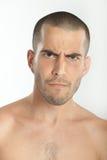 Homem novo olhando de sobrancelhas franzidas Foto de Stock