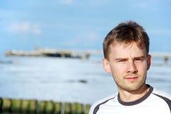 Homem novo pelo mar Imagens de Stock Royalty Free