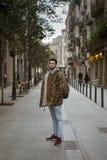 Homem novo que anda na rua Imagens de Stock Royalty Free