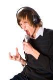 Homem novo que canta Imagens de Stock