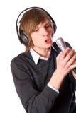 Homem novo que canta Imagem de Stock Royalty Free