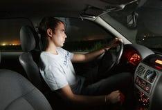 Homem novo que conduz um carro Fotografia de Stock Royalty Free
