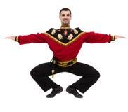 Homem novo que desgasta um levantamento russian popular do traje Fotos de Stock